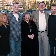 Premiere the Dolphins Omniversum Den Haag, Wieteke van Dort en haar man Theo Moody en kinderen