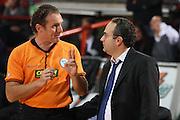 DESCRIZIONE : Caserta Lega A 2009-10 Pepsi Caserta Vanoli Cremona<br /> GIOCATORE : Paolo Taurino Dino Seghetti Lorenzo Gori<br /> SQUADRA : AIAP Pepsi Caserta<br /> EVENTO : Campionato Lega A 2009-2010 <br /> GARA : Pepsi Caserta Vanoli Cremona<br /> DATA : 22/11/2009<br /> CATEGORIA : arbitro referees coach ritratto proteste<br /> SPORT : Pallacanestro <br /> AUTORE : Agenzia Ciamillo-Castoria/E.Castoria<br /> Galleria : Lega Basket A 2009-2010 <br /> Fotonotizia : Caserta Campionato Italiano Lega A 2009-2010 Pepsi Caserta Vanoli Cremona<br /> Predefinita :