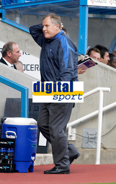 Photo: Daniel Hambury.<br />Reading v Ipswich Town. Coca Cola Championship.<br />16/10/2005.<br />Ipswich's manger Joe Royle cant belive his sides first half performence.
