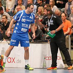 BHCs Bjoergvin Gustavsson (Nr.01) gibt Anweisungen an BHCs Bogdan Criciotoiu (Nr.90) im Spiel der Handballliga, Bergischer HC - Rhein-Neckar Loewen.<br /> <br /> Foto © PIX-Sportfotos *** Foto ist honorarpflichtig! *** Auf Anfrage in hoeherer Qualitaet/Aufloesung. Belegexemplar erbeten. Veroeffentlichung ausschliesslich fuer journalistisch-publizistische Zwecke. For editorial use only.
