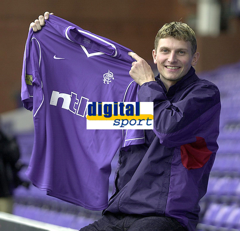 Tore Andre Flo signs for Rangers and traisn with squad for first time.<br />Pic Ian Stewart, November 23rd. 2000.<br />Torre Andre Flo at Ibrox park this afternoon after signing for Rangers. (Photo:Ian Stewart , Digitalsport)