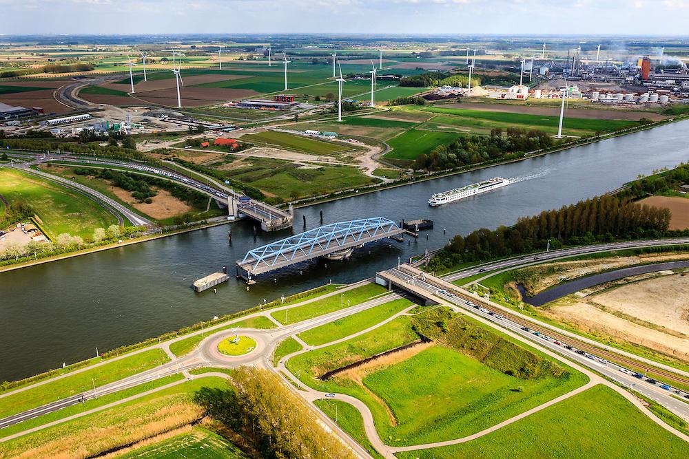 Nederland, Zeeland, Zeeuws-Vlaanderen, 09-05-2013; Sluiskil, Kanaal Gent-Terneuzen, kanaalkruising Sluiskil. De brug in de N61 sluit zeer regelmatig voor zeeschepen en dit veroorzaakt files. Daarom zal de kanaalbrug vervangen worden door een tunnel, de Sluiskiltunnel (oplevering 2015). <br /> Stikstofbindingsbedrijf Yara, fabricage van kunstmest, ammoniak, ureum, salpeterzuur, CO2 (kooldioxide) in e achtergrond Cruiseschip vaart door de open brug.<br /> The pivot bridge over the canal Gent-Terneuzen (Zeeland) closes very regularly for seagoing vessels and this causes traffic jams. Therefore, the canal bridge will be replaced by a tunnel, the tunnel Sluiskil (completion 2015).<br /> Cruise ship on the canal. Yara, nitrogen compound company manufactures fertilizer, ammonia, urea, nitric acid, CO2 (carbon dioxide) (r,b)<br /> luchtfoto (toeslag op standard tarieven);<br /> aerial photo (additional fee required);<br /> copyright foto/photo Siebe Swart.