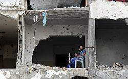 01.06.2015, Beit Lahia, PSE, Nahostkonflikt zwischen Israel und Palästina, im Bild Lokalaugenschein der zerstörten Häuser ein Jahr nach dem Israelisch-Palästinensischen 50 Tage Krieg im Sommer 2014 // A Palestinian man smokes hookah on the remains of his house, which was destroyed during the 50-day Israeli war in the summer of 2014, Palestine on 2015/06/01. EXPA Pictures © 2015, PhotoCredit: EXPA/ APAimages/ Nidal Alwaheidi<br /> <br /> *****ATTENTION - for AUT, GER, SUI, ITA, POL, CRO, SRB only*****