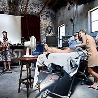 Nederland, Amsterdam , 24 juli 2012..Afscheidsfeest van doodzieke Rob in café Roest. Vrienden familieleden en kennissen nemen afscheid van Rob door kanker getergd en nu terminaal..Foto:Jean-Pierre Jans