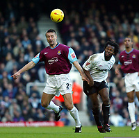 Fotball<br /> England 2004/2005<br /> Foto: SBI/Digitalsport<br /> NORWAY ONLY<br /> <br /> West Ham United v Nottingham Forest<br /> Coca Cola Championship. 26/12/2004<br /> <br /> Tomas Repka of West Ham and David Johnson of Forest tussle for this ball.