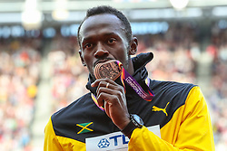 London, 2017 August 06. Usain Bold kisses his bronze medal on the podium on day three of the IAAF London 2017 world Championships at the London Stadium. © Paul Davey.