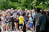 Koning Willem-Alexander opent tentoonstelling 'Seurat'
