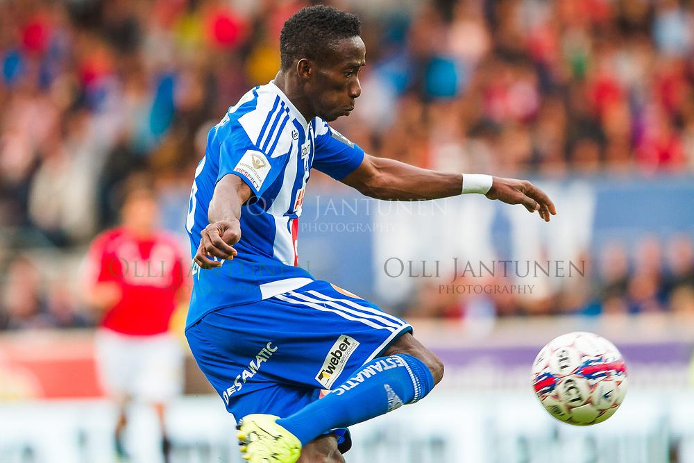 HJK:n Demba Savage on potkaisemassa palloa Helsingin paikallisottelussa HJK-HIFK Veikkausliigassa. Sonera Stadium, Helsinki, Suomi. 6.7.2015.