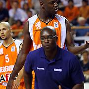 NLD/Almere/20070819 - EK kwalificatiewedstrijd Nederland - Wit Rusland, Francisco Elson gewond aan zijn oog