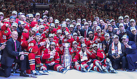 Ishockey<br /> NHL<br /> Foto: imago/Digitalsport<br /> NORWAY ONLY<br /> <br /> 15 June 2015: The Chicago Blackhawks players and staff pose for a team photo with the Stanley Cup in action during game Six of the Stanley Cup Finals between the Tampa Bay Lightning and the Chicago Blackhawks at the United Center, in Chicago, IL. NHL Eishockey Herren USA JUN 15 Stanley Cup Final - Game 6 - Lightning at Blackhawks