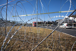 11.12.2015, Rupa, CRO, Flüchtlingskrise in der EU, Grenzzaun, im Bild Slovenian army sets barbed wire on the border crossings Rupa and Pasjak. // during the Refugee crisis in the EU at Rupa, Croatia on 2015/12/11. EXPA Pictures © 2015, PhotoCredit: EXPA/ Pixsell/ Nel Pavletic<br /> <br /> *****ATTENTION - for AUT, SLO, SUI, SWE, ITA, FRA only*****