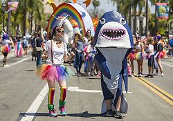 June 24, 2017 - Santa Barbara, California, U.S. - The 43rd Santa Barbara Summer Solstice Parade, featuring music, colorful costumes, dancers and unique floats, makes its way up State Street. The parade and weekend festival attract more than 100,000 people. (Credit Image: © PJ Heller via ZUMA Wire)
