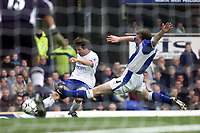Fotball: Everton Alan Stubbs is unable to prevent Chelsea Gianfranco Zola from crossing the ball.