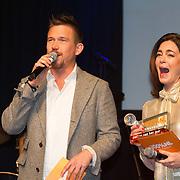 NLD/Amsterdam/20160202 - Uitreiking 100% NL Awards 2015, Johnny de Mol en Kim-Lian van der meij
