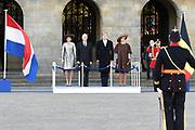 Staatsbezoek aan Nederland van Zijne Majesteit Koning Filip der Belgen vergezeld door Hare Majesteit Koningin <br /> Mathilde aan Nederland.<br /> <br /> State Visit to the Netherlands of His Majesty King of the Belgians Filip accompanied by Her Majesty Queen<br /> Mathilde Netherlands<br /> <br /> op de foto / On the photo: Koning Willem Alexander en koningin Maxima ontvangen de Belgische koning Filip en koningin Mathilde bij het paleis op de Dam voor een drie daags staatsbezoek  ////  King Willem Alexander and Queen Maxima received the Belgian King Philippe and Queen Mathilde at the palace on Dam Square for a three-day state visit