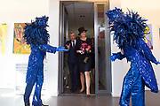 Koningin Maxima opent het Outsider Art Museum in de Hermitage Amsterdam, waar onder meer kunstenaars met een verstandelijke beperking of psychiatrische achtergrond exposeren. <br /> <br /> Queen Maxima opens the Outsider Art Museum in the Hermitage Amsterdam, where among other artists exhibit with intellectual disabilities or mental illness.