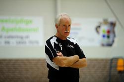 27-10-2012 VOLLEYBAL: VV ALTERNO - E DIFFERENCE SSS: APELDOORN<br /> Eerste divisie A mannen - Alterno wint met 4-0 van SSS / Trainer-coach Klaas Kunst<br /> ©2012-FotoHoogendoorn.nl