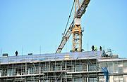 Nederland, Nijmegen, 6-11-2017 Nieuwbouw op het voormalig bedrijventerrein van de Gelderlander in Nijmegen West, het Waalfront . Hoogbouw met luxe flats en appartementen worden hier gerealiseerd.  In dit gebied liggen ook de voormalige Honig fabriek en het slachthuis waar ook woningen zullen komen. Foto: Flip Franssen