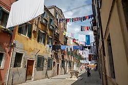 THEMENBILD - Wäsche wird auf Wäscheleinen zum Trocknen über die Straße gehängt, am 13. Mai 2017 in Venedig // Laundry is hung over the streets to dry on 13 May 2017 in Venice. EXPA Pictures © 2017, PhotoCredit: EXPA/ Erwin Scheriau