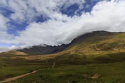 THEMENBILD - Blick auf die Fairy Pools mit den umliegenden Bergen, Glen Brittle, Isle of Skye, Schottland, aufgenommen am 12. Juni 2015 // View of the Fairy Pools and the surrounding mountains, Glen Brittle, Scotland on 2015/06/12. EXPA Pictures © 2015, PhotoCredit: EXPA/ JFK
