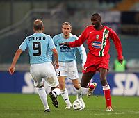 Fotball<br /> Serie A Italia<br /> Foto: Graffiti/Digitalsport<br /> NORWAY ONLY<br /> <br /> Roma 17/12/2005 <br /> Lazio v Juventus 1-1<br /> <br /> Juventus Patrick Vieira and Lazio Paolo Di Canio and Tommaso Rocchi