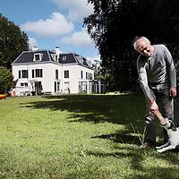 Nederland, Bloemendaal, 9 juli 2015.<br /> Rob Slewe, eigenaar van het landgoed Elswoutshoek in Bloemendaal. Met zijn broer Hans ligt hij al jaren in de clinch met de gemeente. Een deze week verschenen rapport stelt hem eindelijk in het gelijk.<br /> <br /> <br /> Foto: Jean-Pierre Jans