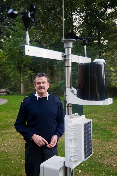 Nederland, Baarn, 28 sept  2009.Jacco Krol, brandweer Baarn, bij bosbrand waarschuwingssyteem..Foto (c) Michiel Wijnbergh