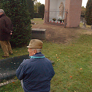 Kerkdienst inwijding nieuwe kapel Oude rooms katholieke begraafplaats Bussum