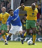 Fotball<br /> England 2004/2005<br /> Foto: SBI/Digitalsport<br /> NORWAY ONLY<br /> <br /> Norwich City v Birmingham City<br /> FA Barclays Premiership<br /> 07/05/2005.<br /> <br /> Norwich's Damien Francis and Birmingham's Jermaine Pennant battle for the ball.