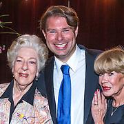 NLD/Amsterdam/20130921 - Uitreiking Awards, Ellen Vogel en Anneke Grönloh en manager Bart Peeters