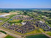 Nederland, Gelderland, Gemeente Zevenaar, 14–05-2020; Groot Holthuizen, nieuwe woonwijk in het oosten van Zevenaar. Autoluwe wijk. Recht spoorlijn richting Duitsland.<br /> Groot Holthuizen, new residential area in the east of Zevenaar. Low-traffic neighborhood.<br /> luchtfoto (toeslag op standaard tarieven);<br /> aerial photo (additional fee required)<br /> copyright © 2020 foto/photo Siebe Swart