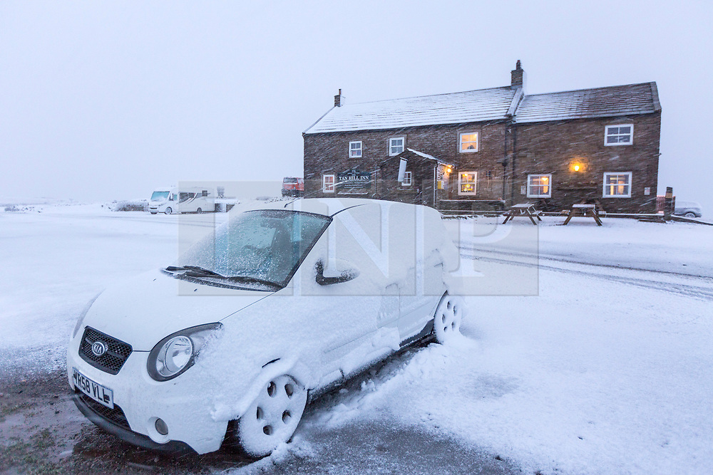 © Licensed to London News Pictures. 21/11/2018. Richmond UK. A snow covered car outside Britains highest pub, the Tan Hill Inn that sits at 1732ft above sea level on the Pennine Way in North Yorkshire after heavy snowfall. Photo credit: Andrew McCaren/LNP
