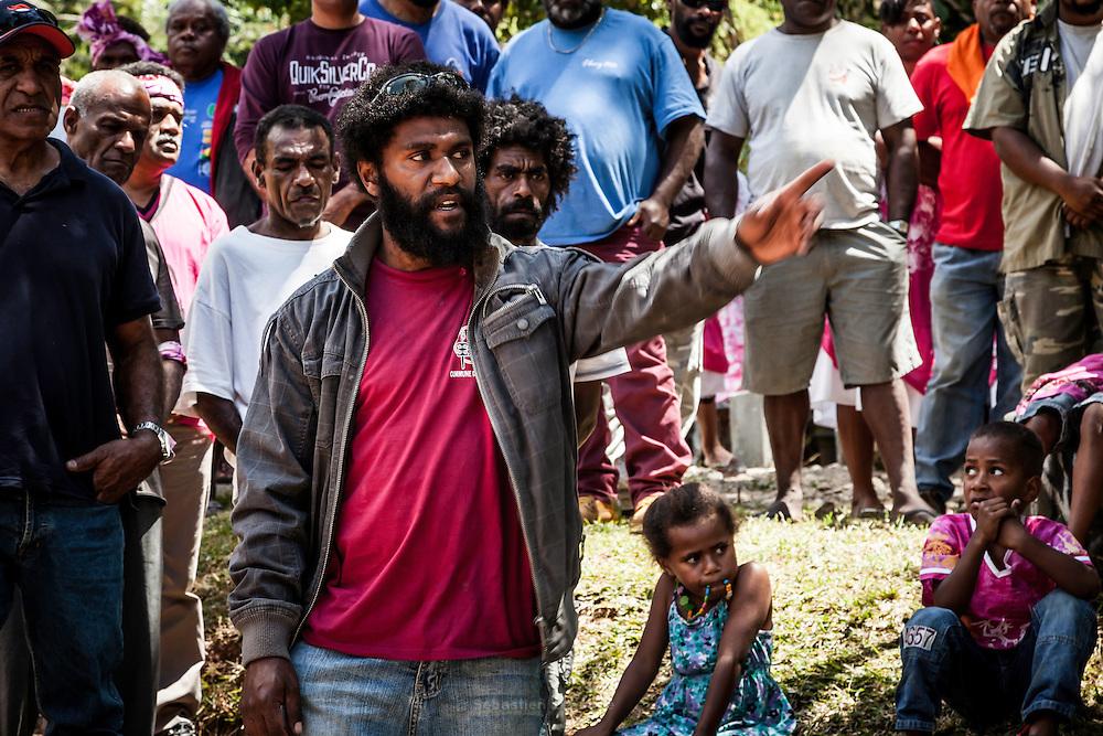 Parole prononcée par le frère de la mariée pour l'entrée du clan de l'homme dans le territoire coutumier du clan de la femme. – Mariage Kanak  - Tribu de Méhoué, Canala – Nouvelle Calédonie – Septembre 2013