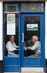 """THEMENBILD - ein älteres Paar sitzt in einem Restaurant beim Essen, darüber ein Schild mit der Aufschrift """"Fish and Chips"""", Portree, Schottland, aufgenommen am 09. Juni 2015 // an older couple sitting in a restaurant while eating, above a sign with the letters """"fish and chips"""", Portree, Scotland on 2015/06/09. EXPA Pictures © 2015, PhotoCredit: EXPA/ JFK"""