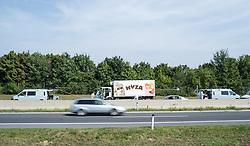 27.08.2015, Autobahn A4, Burgenland, AUT, Bis zu 50 tote Flüchtlinge in Lkw auf A4 in Burgenland, im Bild Lastwagen auf der A4 // dead refugees in truck at freeway A4 in Burgenland on 2015/08/27, EXPA Pictures © 2015, PhotoCredit: EXPA/ Michael Gruber