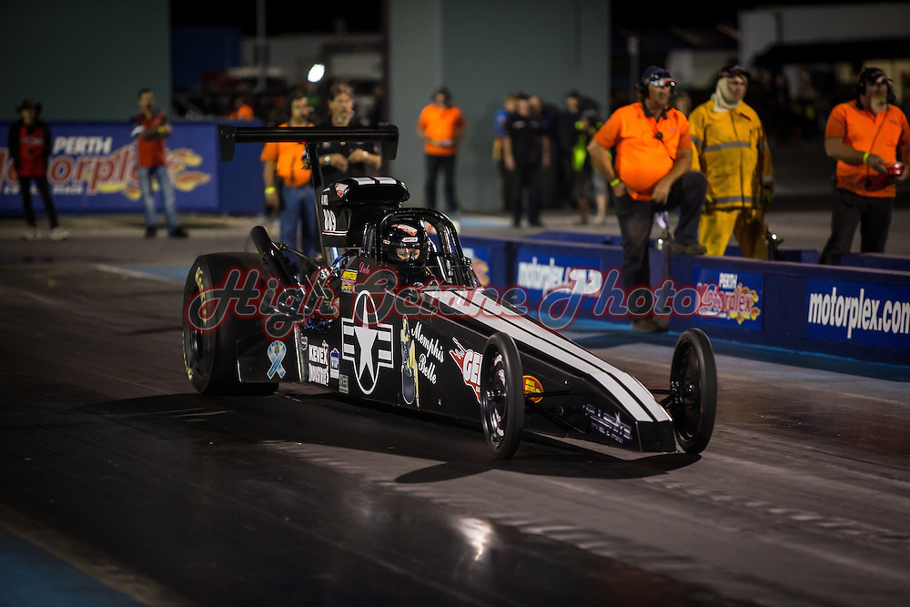 Dale Gummow (889) in her 'Memphis Belle' Modified Dragster.