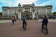 Friends and families on bicycles visited the Kingdom's Buckingham Palace in London, Britain, on Sunday, May 3, 2020. Britons are now in their sixth week of lockdown due to the Coronavirus pandemic. Countries around the world are taking increased measures to stem the widespread of the SARS-CoV-2 coronavirus which causes the Covid-19 disease. (Photo/ Vudi Xhymshiti)