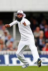 19/07/2012 London, England. South Africa's Hashim Amla fielding during the Investec cricket international test match between England and South Africa, played at the Kia Oval cricket ground: Mandatory credit: Mitchell Gunn(Credit Image: © Sportimage/Cal Sport Media/ZUMAPRESS.com)