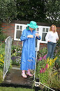 Esther Rantzen and Charlie Dimmock, KIM WILDE TO HOSTS RHS ÔA MAGICAL GARDEN PARTY' -HAMPTON COURT PALACE FLOWER SHOW, 2 JULY 2007. DO NOT ARCHIVE-© Copyright Photograph by Dafydd Jones. 248 Clapham Rd. London SW9 0PZ. Tel 0207 820 0771. www.dafjones.com.