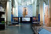 Ingehuldigd! De Oranjes en De Nieuwe Kerk. In de Nieuwe Kerk Amsterdam is een eenmalige tentoonstelling over de koninklijke inhuldigingen. Precies honderd dagen lang staan in de kerk de feestelijke en plechtige inhuldigingen van zeven generaties Oranjes centraal. Van de koningen Willem I, II en III, de koninginnen Wilhelmina, Juliana en Beatrix tot en met koning Willem-Alexander.<br /> <br /> Inaugurated! The Orange and New Church. In the New Church Amsterdam is a one-time exhibition on the royal investitures. Exactly one hundred days in the Church the festive and solemn inaugurations of seven generations of Orange Central. The kings William I, II and III, the queens Wilhelmina, Juliana and Beatrix to King Willem-Alexander.<br /> <br /> Op de foto / On the photo:  Tentoonstelling / Exibition