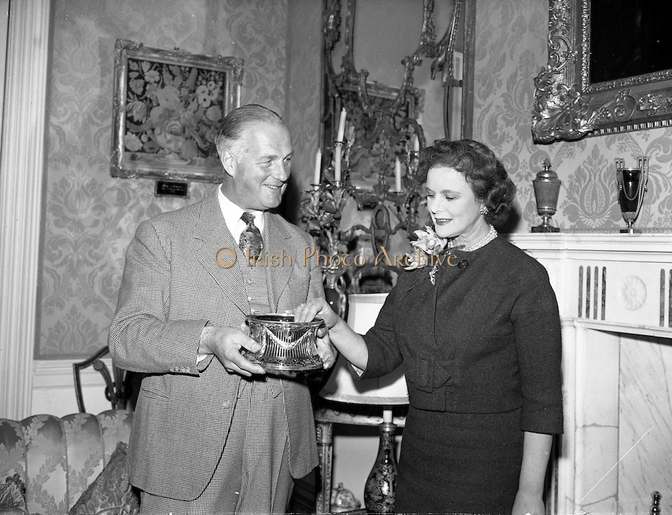 19/09/1960<br /> 09/19/1960<br /> 19 September 1960<br /> Earl and Countess of Rosse and family at Birr Castle, Co.Offaly. Image shows Lawrence Michael Harvey Parsons, 6th Earl of Rosse and Anne Messel, Countess Rosse with a silver gift from their estate workers.