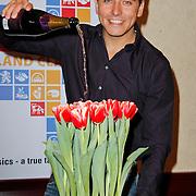 NLD/Volendam/20120314 - Jan Smit doopt naar hem vernoemde tulp, Jan Smit doopt de naar hem vernoemde rood witte tulp