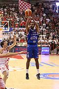 DESCRIZIONE : Campionato 2015/16 Giorgio Tesi Group Pistoia - Acqua Vitasnella Cantù<br /> GIOCATORE : Hall Langston <br /> CATEGORIA : Tiro<br /> SQUADRA : Acqua Vitasnella Cantù<br /> EVENTO : LegaBasket Serie A Beko 2015/2016<br /> GARA : Giorgio Tesi Group Pistoia - Acqua Vitasnella Cantù<br /> DATA : 08/11/2015<br /> SPORT : Pallacanestro <br /> AUTORE : Agenzia Ciamillo-Castoria/S.D'Errico<br /> Galleria : LegaBasket Serie A Beko 2015/2016<br /> Fotonotizia : Campionato 2015/16 Giorgio Tesi Group Pistoia - Sidigas Avellino<br /> Predefinita :