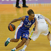Anadolu Efes's Dontaye Draper (L) during their Turkish Airlines Euroleague Basketball Top 16 Round 7 match Anadolu Efes between Fenerbahce Ulker at Abdi ipekci arena in Istanbul, Turkey, Friday 13 February, 2015. Photo by Aykut AKICI/TURKPIX