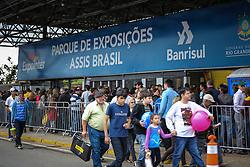 Movimento de público durante a 38ª Expointer, que ocorre entre 29 de agosto e 06 de setembro de 2015 no Parque de Exposições Assis Brasil, em Esteio. FOTO: Pedro H. Tesch/ Agência Preview
