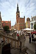Gdańsk; 2008-06-22. Stare Miasto w Gdańsku. Ratusz i ulica Długi Targ.
