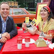 NLD/Hilversum/20120814 - Presentatie Frans Bauer programma Zigeunernacht, Frans Bauer en waarzegster