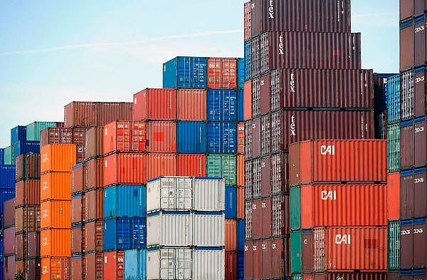Nederland, Rotterdam, 24-10-2008Containers staan opgestapeld bij een containeroverslagbedrijf in de haven.Foto: Flip Franssen/Hollandse Hoogte