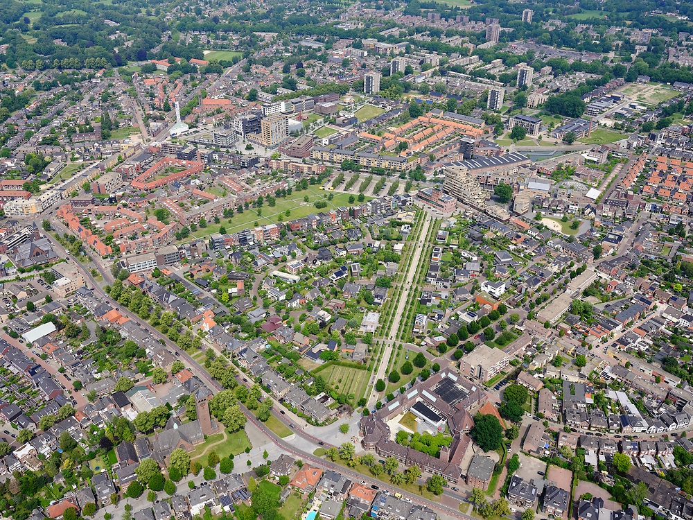 Nederland, Overijssel, Gemeente Enschede; 21–06-2020; Overzicht woonwijk Roombeek, herbouwd na de vuurwerkramp (S.E. Fireworks) met diagonaal de Museumlaan. Onder Rijksmuseum Twenthe aan de Lasondersingel, hoek Museumlaan. Boven in beeld in het groen Monument Vuurwerkramp Enschede (Tollensstraat).<br /> Overview residential area Roombeek, rebuilt after the fireworks disaster (S.E. Fireworks). Bottom the Rijksmuseum Twenthe on Lasondersingel, corner of Museumlaan. Above in the picture in the green Monument Fireworks disaster Enschede (Tollensstraat)<br /> <br /> luchtfoto (toeslag op standard tarieven);<br /> aerial photo (additional fee required)<br /> copyright © 2020 foto/photo Siebe Swart