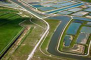 Nederland, Noord-Holland, Amsterdam (landelijk Noord), 16-04-2012; Waterland.  Detail Volgermeerpolder. De polder maakte oorspronkelijk deel uit van de veenderij Zunderdorp, tot in de jaren '50 is hier turf gewonnen. Na beeindiging van het vervenen werden de 'petgaten' volgestort met huisvuil en chemisch afval, onder andere met dioxine en benzeen afkomstig van Philips-Duphar..Inmiddels is de polder gesaneerd, de voormalige vuilstortplaats is afgedekt met folie en voorzien van en afdeklagen, bestaande uit zowel grond als ook water. Het ontwerp voorziet in een natuurgebied met 'sawa's' waarin nieuw veen zich kan ontwikkelen wat de vervuilde grond verder zal isoleren (natural capping)..The Volgermeerpolder in the rural area near Amsterdam once a landfill site for heavily polluted household and industrial waste, has been cleaned up using natural capping and turned into a nature area.  luchtfoto (toeslag), aerial photo (additional fee required);.copyright foto/photo Siebe Swart